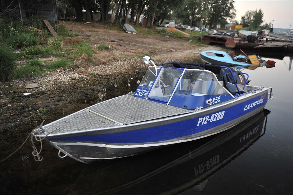 столкновение лодок на волге