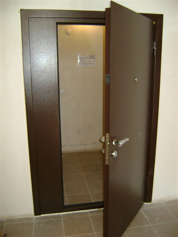 установка железной двери на кладовку