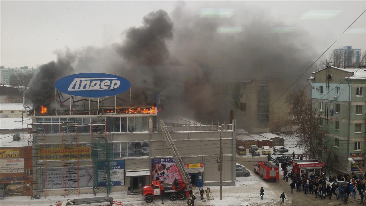 Во время пожара в офисном центре в Самаре эвакуировали 70 человек
