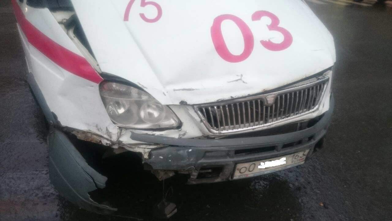 ВСамаре шофёр Шкода врезался вавтомобиль «скорой помощи»