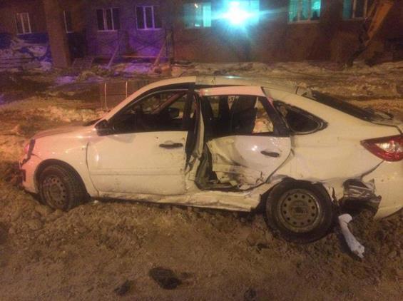 ВСамаре «Гранта» врезалась вмикроавтобус, пострадали два человека