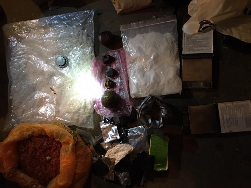 Вгараже предполагаемого члена наркоторговой ОПГ отыскали 16кг«синтетики»