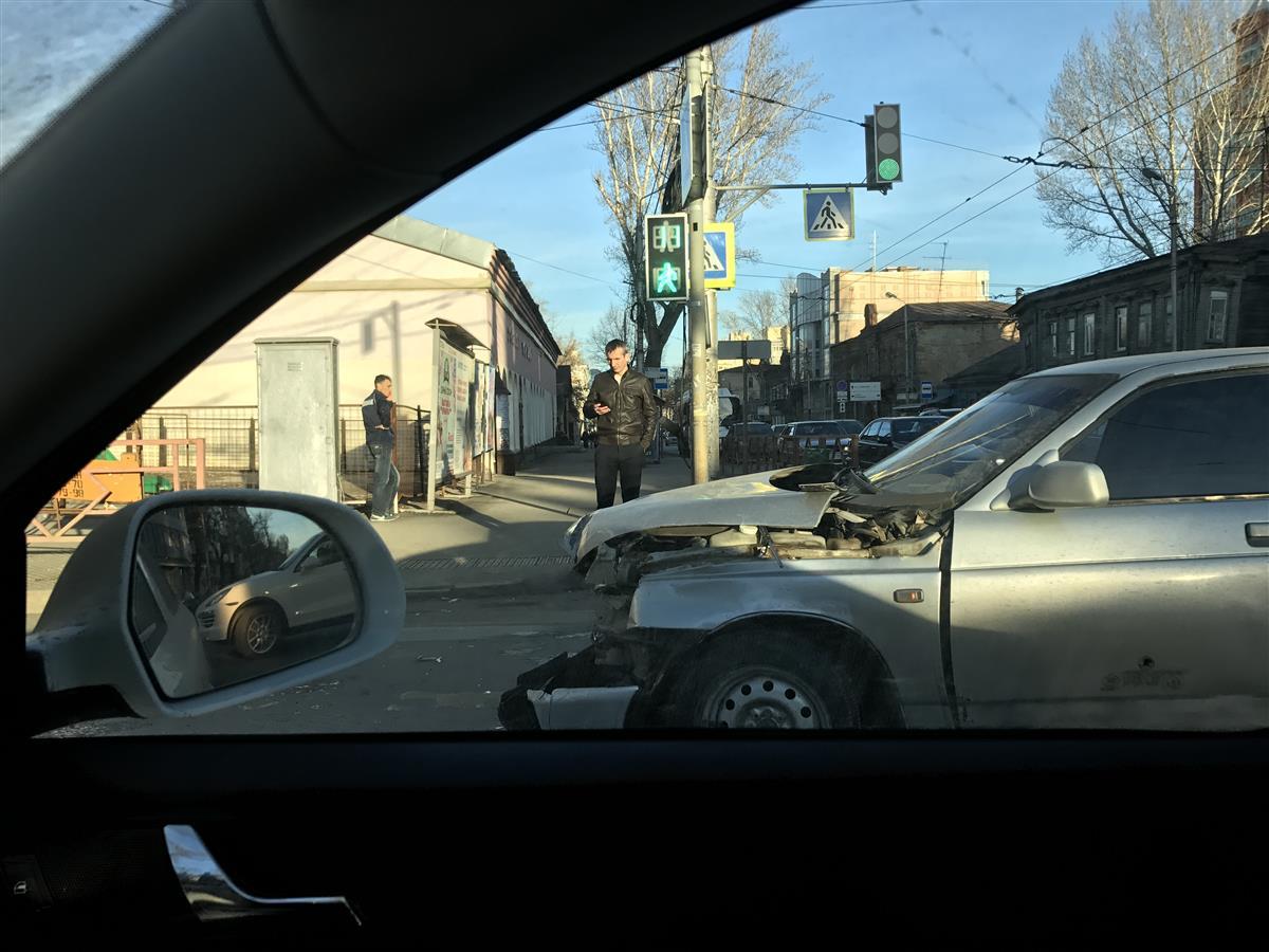 ВСамаре столкнулись автобус илегковушка