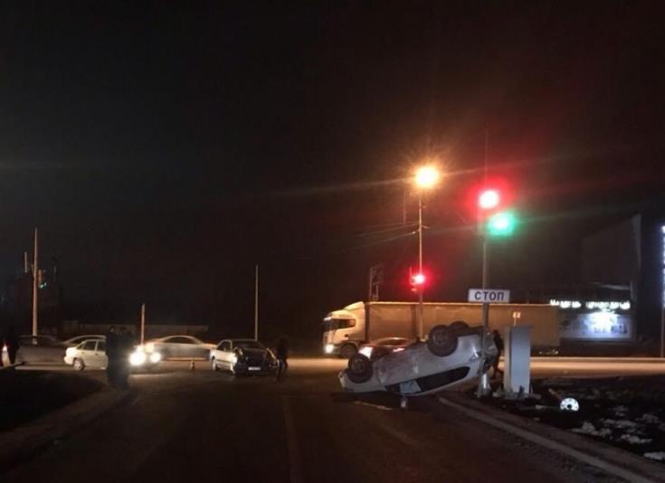 НаМосковском шоссе Митсубиши перевернулся накрышу после ДТП сMercedes