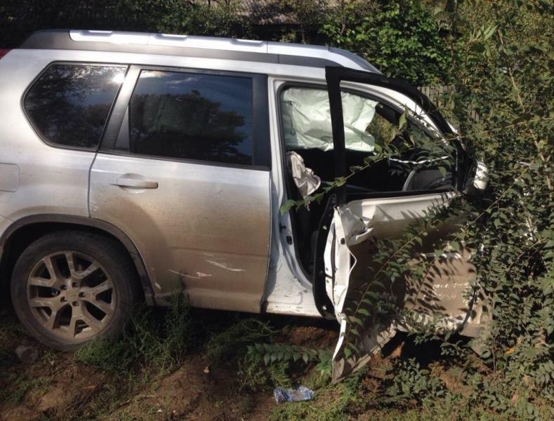 ВСамаре пенсионер зарулем Ниссан врезался виномарку, пострадала женщина-водитель