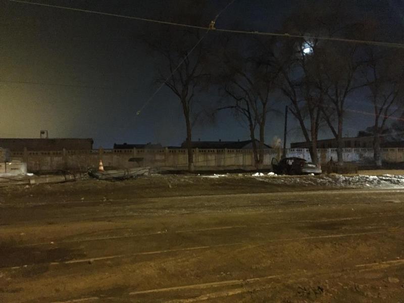 ВСамаре напроспекте Кирова иностранная машина влетела встолб: умер пассажир