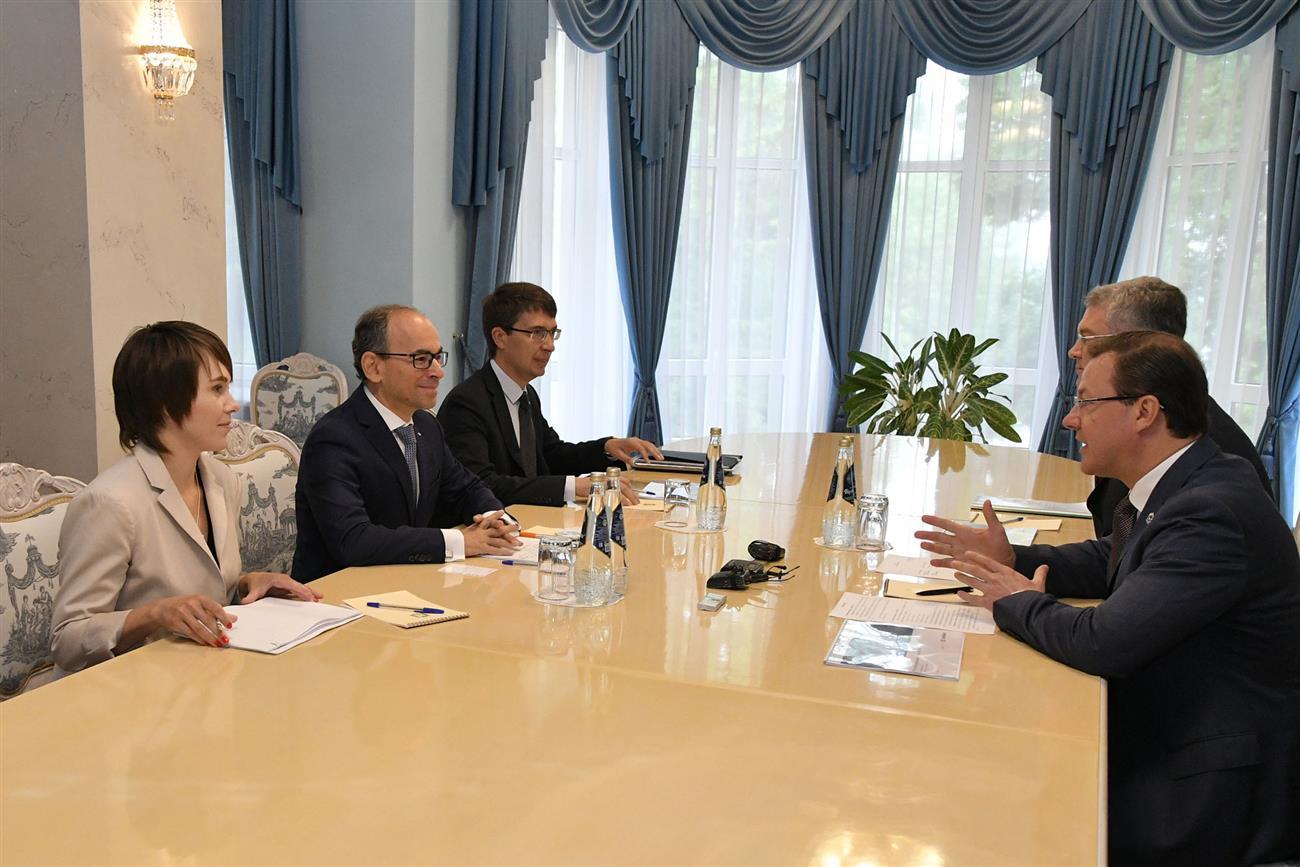 Дмитрий Азаров провел рабочую встречу с президентом'АвтоВАЗа Ивом Каракатзанисом