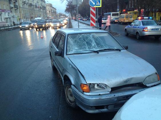 ВСамаре ребенок попал под машину, когда переходил дорогу назеленый свет
