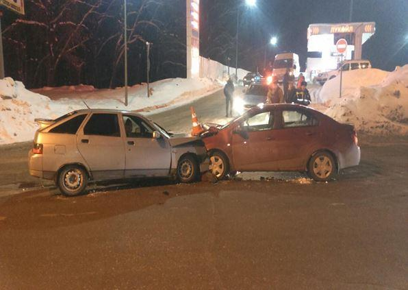 ВСамаре ВАЗ-21120 врезался в Шевроле Aveo, есть пострадавшие