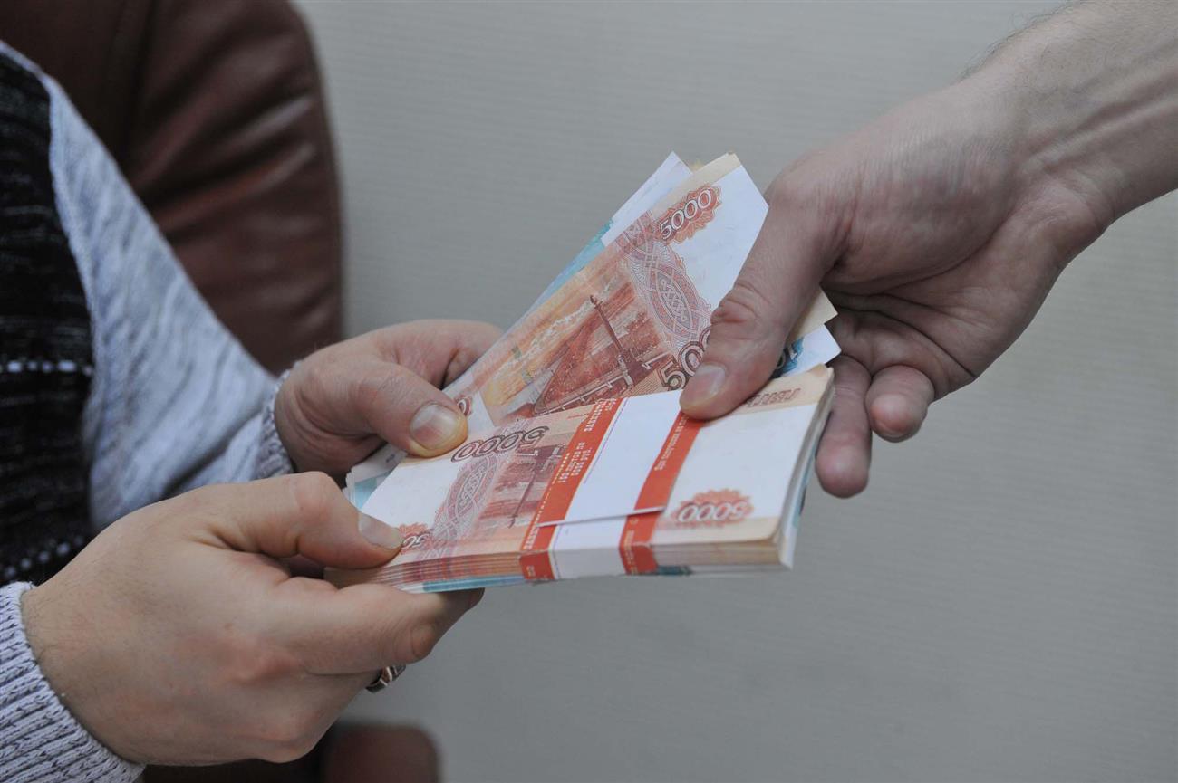 ВСамаре директора Гимназия №1 схвачен завзятку в800 тыс. руб.