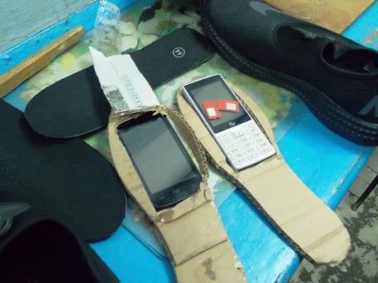 Самарским осужденным пытались передать телефоны вподошве кроссовок