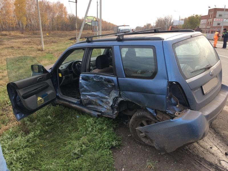 Надороге «Москва— Челябинск» вСамарской области «Subaru» столкнулся с«Ладой»