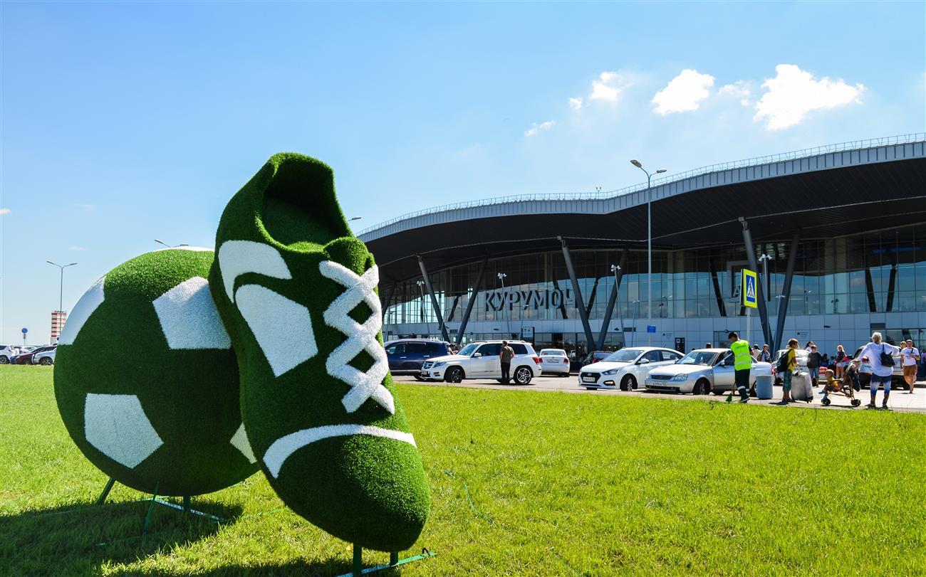 Инсталляция ввиде мяча ибутсы появилась ваэропорту Курумоч кЧМ