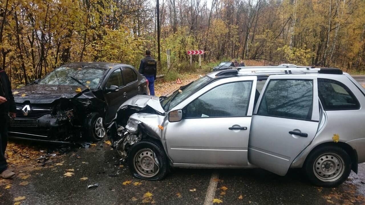 В трагедии под Тольятти пострадали шофёр ипассажирка «Рено»