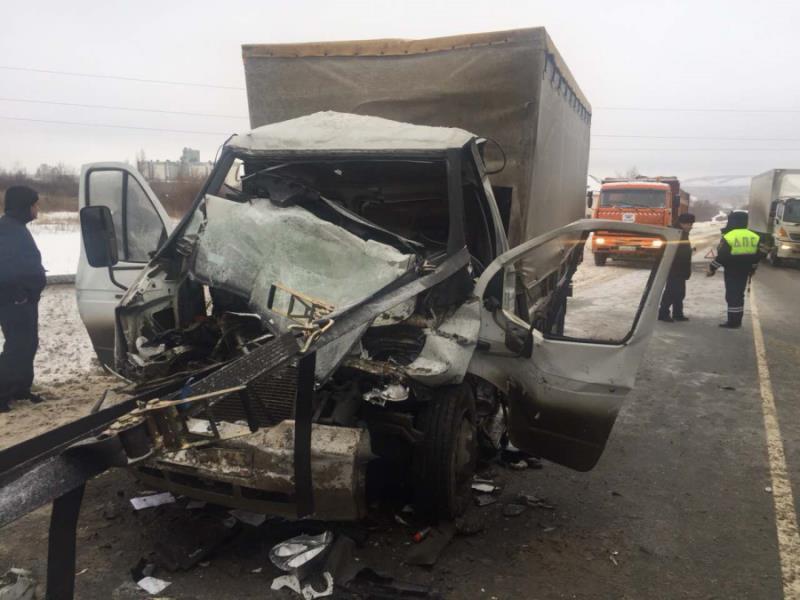 Натрассе М-5 умер  шофёр  «Валдая», врезавшись в фургон  Вольво