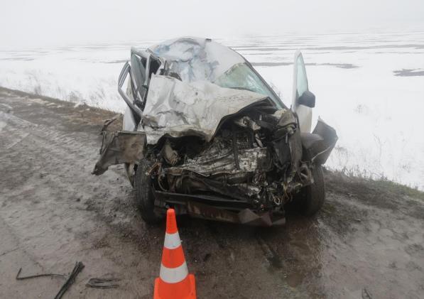 ВПестравском районе столкнулись фургон МАЗ и Лада Priora