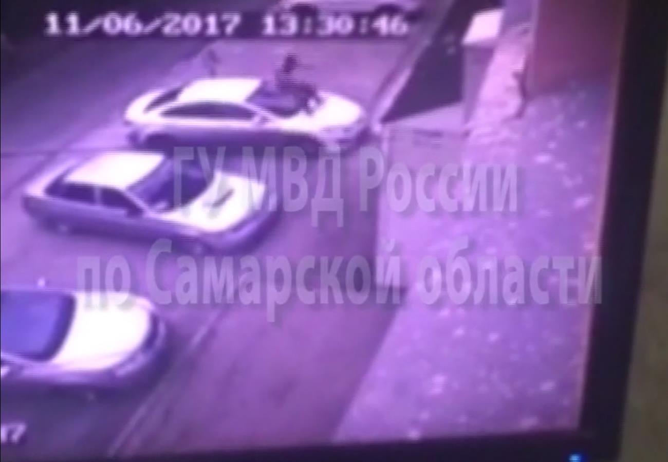 Нетрезвый 22-летний самарец разбил чужие машины, попрыгав наних