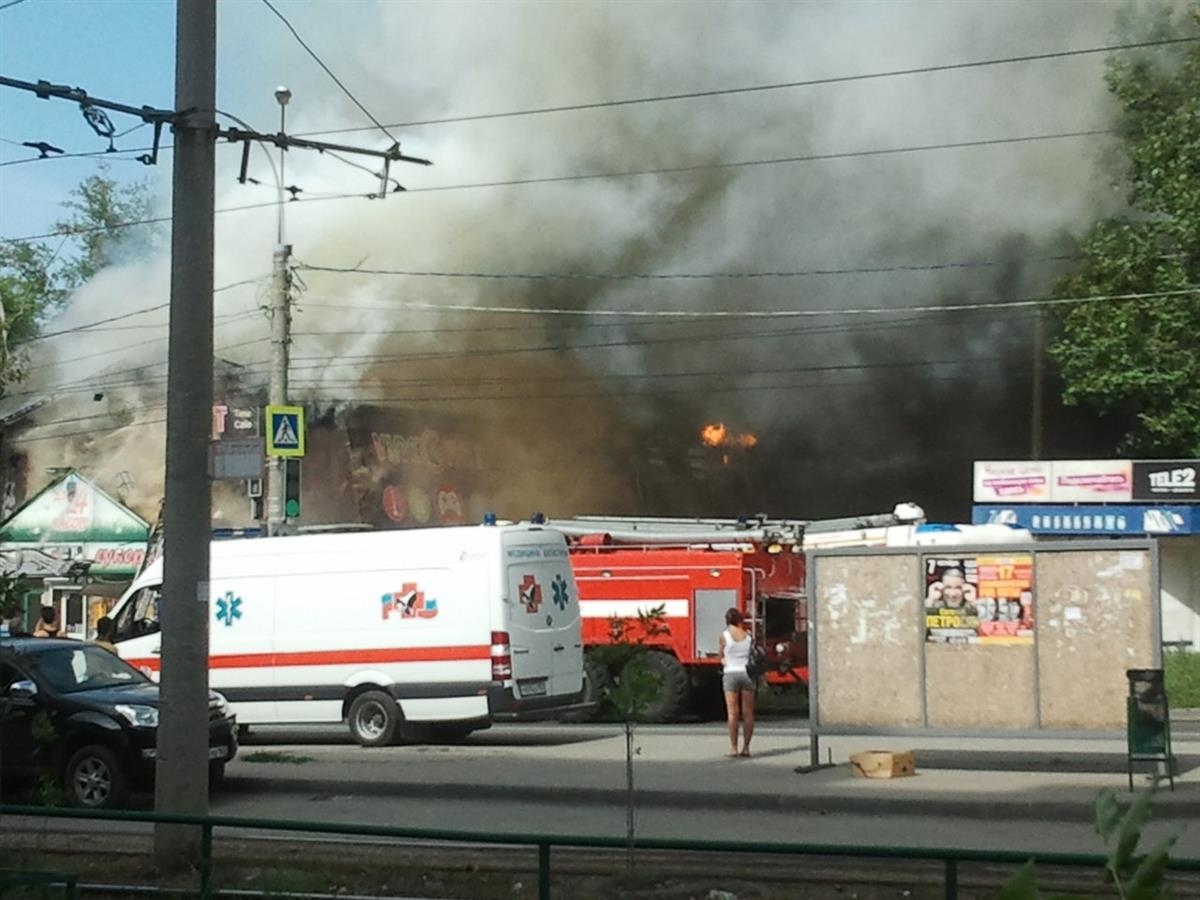 Около рынка «Караван» вСамаре горело сооружение смансардой