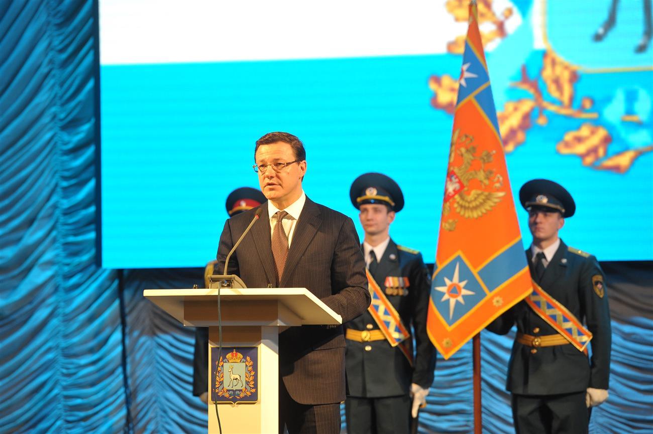 Виктор Дзюба поздравляет служащих МЧС спрофессиональным праздником