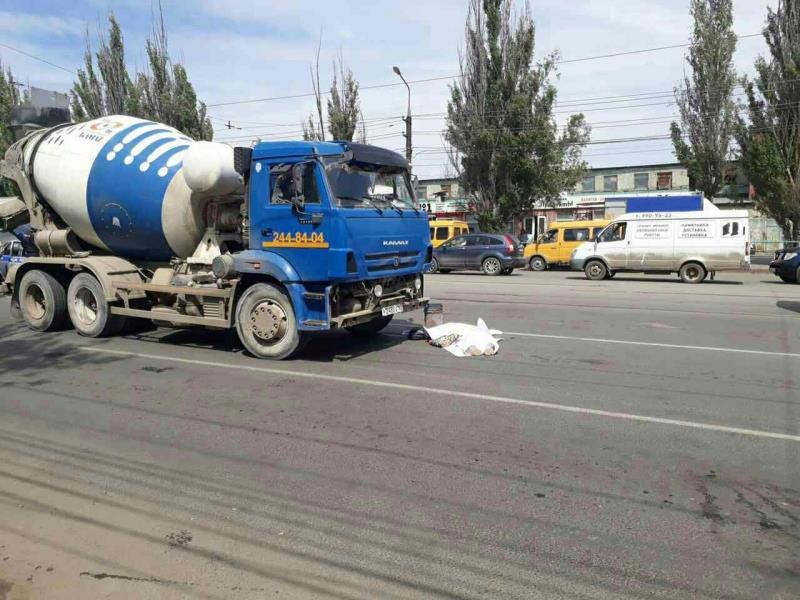 ВСамаре КАМАЗ сбил 2-х пешеходов: один человек умер
