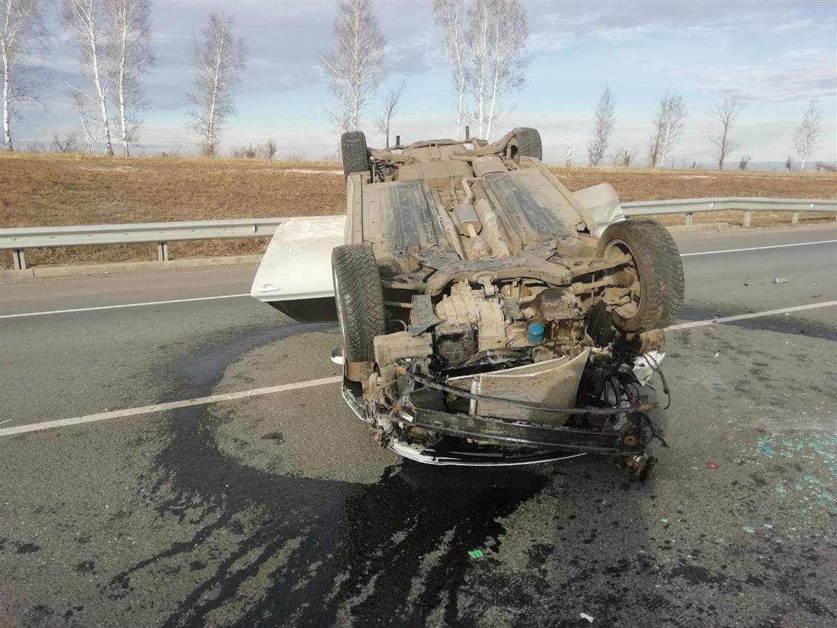 ВСамарской области натрассе М-5 перевернулся автомобиль с 2-мя детьми
