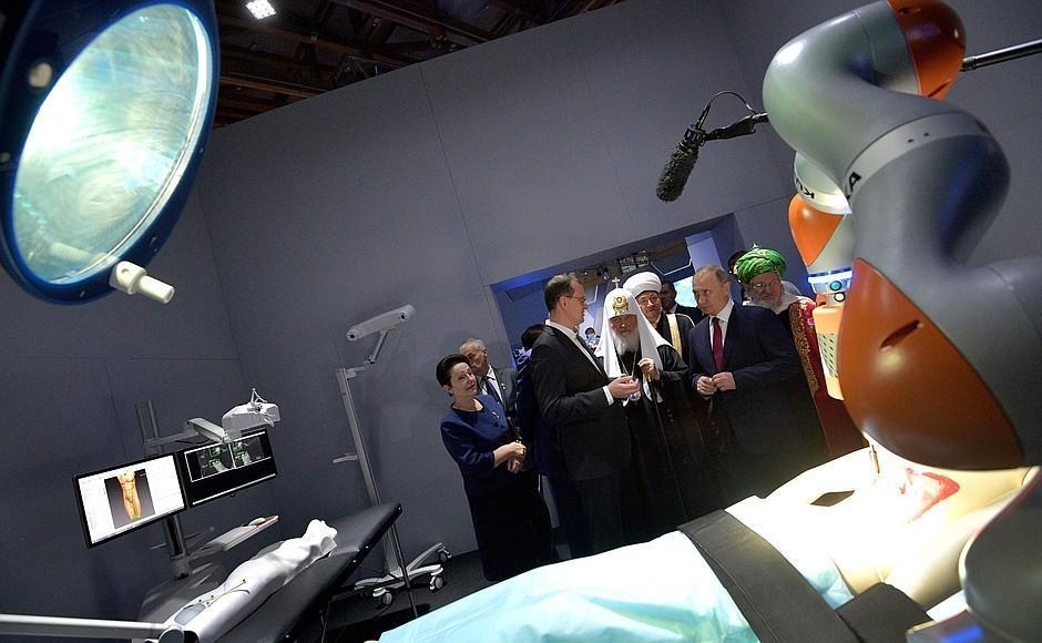 Владимиру Путину показали робота-хирурга, который разработали вСамаре