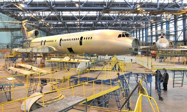 Следователи изъяли документы назаводе, где проходил ремонт потерпевшего крушение Ту-154