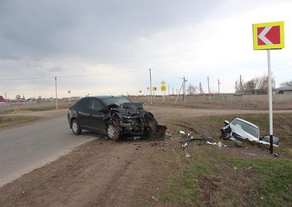 ВСамарской области вДТП умер мужчина, врезавшийся вавтомобиль сдетьми