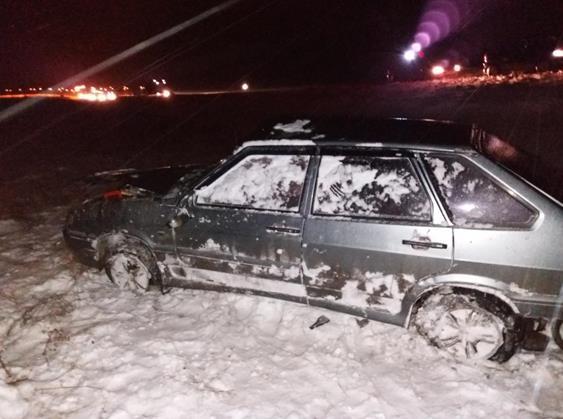 Жуткое ДТП под Самарой: перевернулся ВАЗ-2114, пострадали два человека