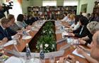 Глава региона провел в Сызрани совещание с активом социальной службы