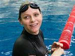 Княгиня Монако Шарлен учит детей плавать