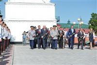 Николай Меркушкин и главнокомандующий ВВС России, генерал-полковник Виктор Бондарев возложили цветы к вечному огню в Сызрани