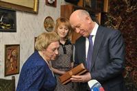 Губернатор поздравил с 90-летним юбилеем Героя Социалистического Труда Елену Шпакову