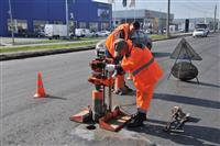 Эксперты проверяют качество ремонта дороги на Южном шоссе