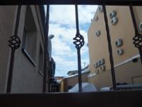 В Самаре сотрудница полиции погибла из-за схода снега со здания райотдела МВД