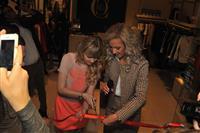 Ольга Бузова открыла в Самаре магазин одежды