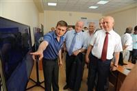 """Ученые показали губернатору студенческий спутник """"Аист-2"""""""