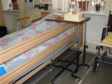Элемент Умной палаты - моторизованный прикроватный столик