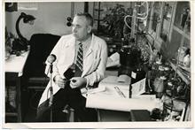 М.Г. Осипов в лаборатории