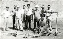 Сотрудники института среди алжирских специалистов. Месторождение Хасси-Мессауд. 1970