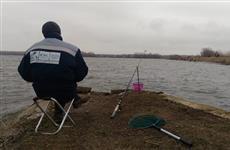 Рыболовов-спортсменов едва не снесло ветром с дамбы Черновского водохранилища