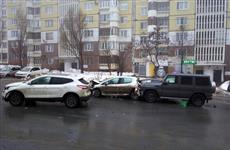 Водитель Geländewagen, устроивший ДТП из пяти машин, убежал с места аварии