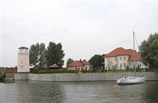 В Тольятти продается усадьба с прудами, фонтанами, маяком, частным пляжем и причалом для яхт за 200 млн рублей