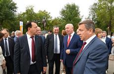 Николай Меркушкин принял участие в открытии памятника основателю нефтехимической промышленности региона