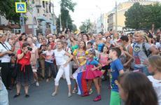 По улице Куйбышева прошел танцевальный парад