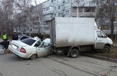"""В Тольятти погибли два пассажира Lada Priora, врезавшейся в припаркованную """"Газель"""""""