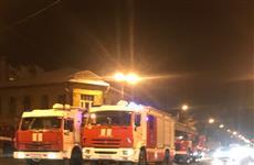 Во время крупного пожара в частном доме в центре Самары пострадал человек