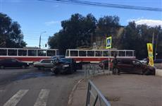 В Самаре легковушка отлетела на тротуар и сбила двух пешеходов