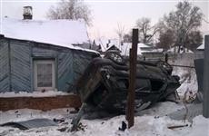 В Самаре пьяный водитель на Toyota Land Cruiser врезался в частный дом