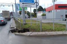 На Московском шоссе ограничено движение из-за провала асфальта